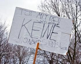 Drei Versuche, alle daneben: Schild auf einer Demonstration von Hamas-Sympathisanten. Berlin, 3. Januar 2009.