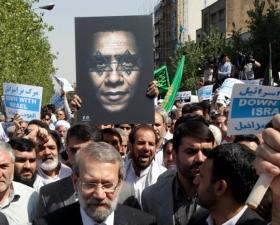 Iranische Demonstranten veranschaulichen anlässlich eines Internet-Videos ihr antisemitisches und antiamerikanisches Weltbild. Teheran, 14. September 2012.