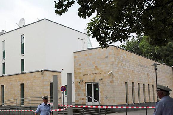 Die Synagoge in Wuppertal nach dem Anschlag