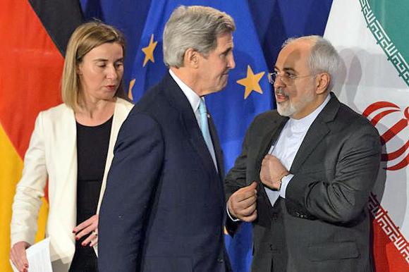 Die EU-Außenbeauftragte Federica Mogherini, der amerikanische Außenminister John Kerry und der iranische Außenminister Mohammed Sarif (von links), Lausanne, 1. April 2015