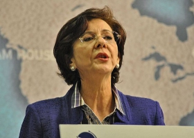 Rima Khalaf bei einer Rede, London 2011, © russavia mit CC-BY-2.0-Lizenz via Wikimedia Commons