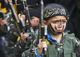 Kinder in einem militärischen Sommertrainingslager der Hamas (© The Atlas Society)