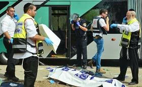 Israelische Sicherheits- und Rettungskräfte nach einem Terroranschlag auf einen Bus, Jerusalem, 13. Oktober 2015