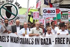 Jeremy Corbyn (Bildmitte) an der Spitze einer antiisraelischen Demonstration, Juli 2014. © RonF via Flickr
