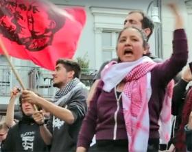 Screenshot aus dem Video von einer 1.-Mai-Demonstration des Jahres 2016 in Berlin-Neukölln. Roldán Mendívil ruft dort gemeinsam mit anderen Teilnehmern nach einer »Intifada« gegen Israel.
